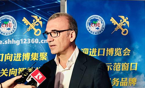 依维柯中国区总经理汤姆·克劳奇先生接受记者采访